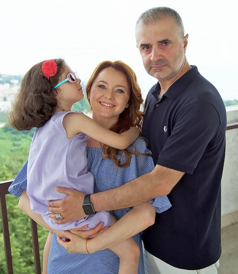 Артур Мартиросян с семьей
