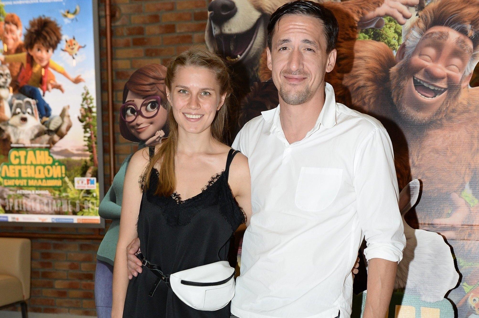 Артур с женой Дарьей Мельниковой