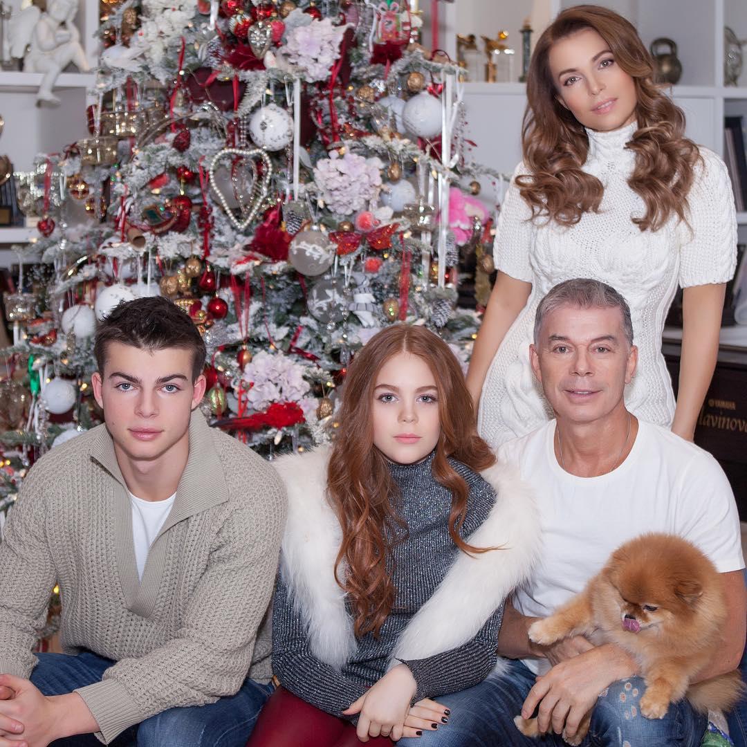 Олег с семьей