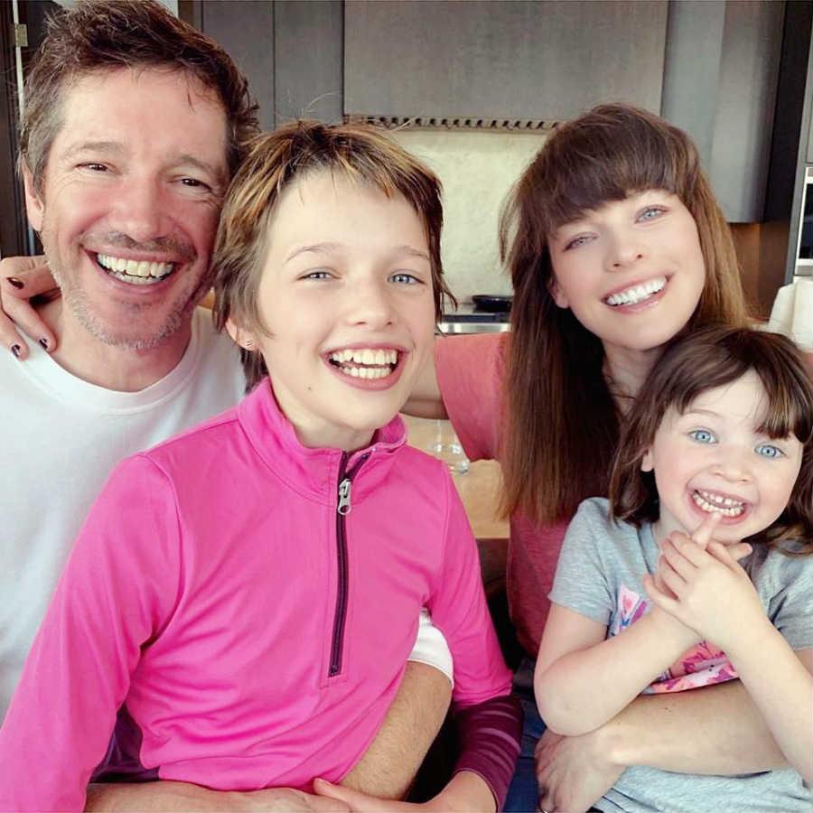 Милла со своей семьей