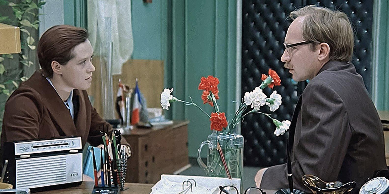 В 1977г. на телеэкраны вышла кинолента «Служебный роман» Э. Рязанова, принесший Алисе Бруновне всесоюзную любовь