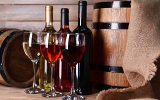 Как быстро и ловко открыть вино без штопора