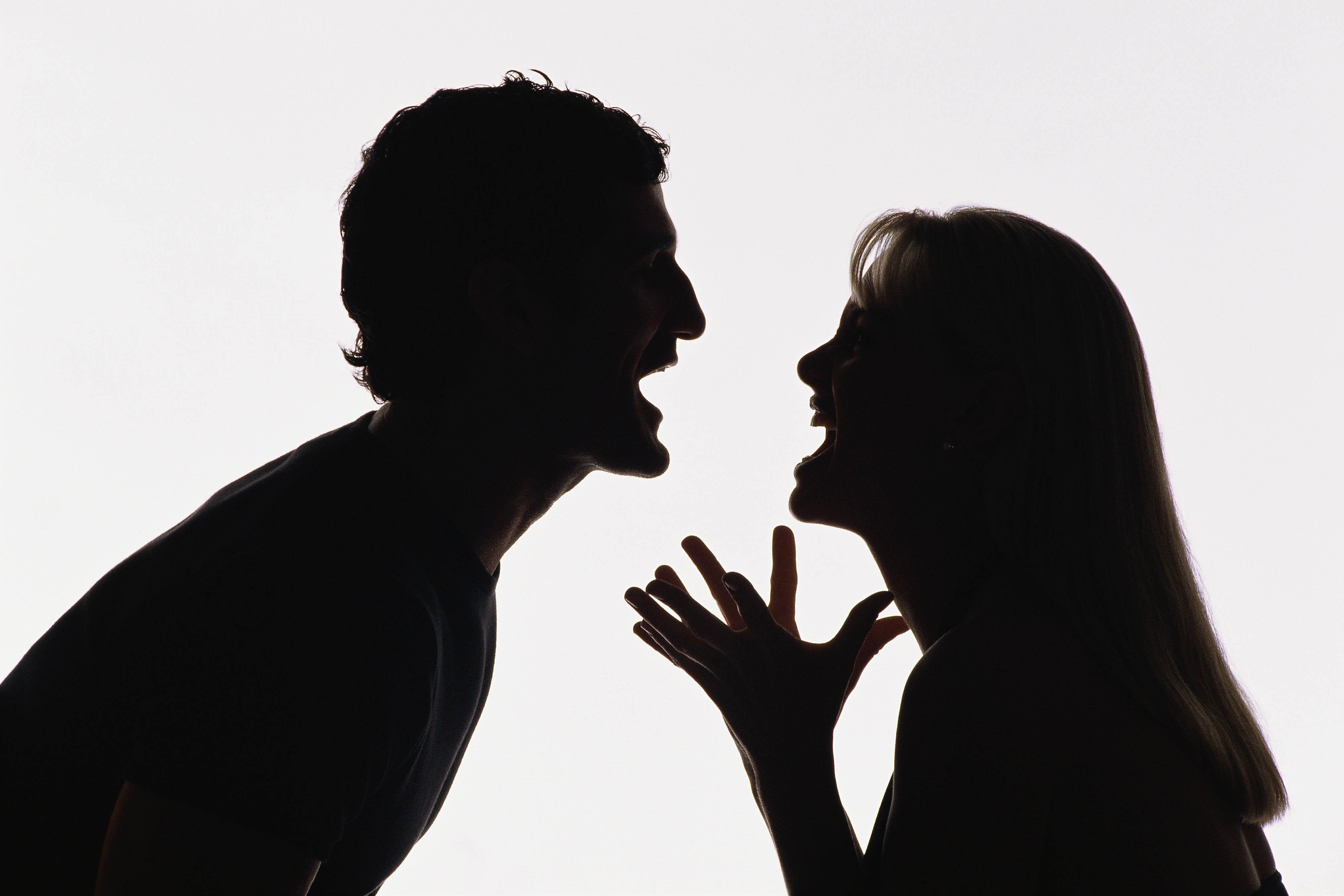 Из-за разрушительных установок у человека искажается восприятие, способность оценивать себя и ситуации, возникают эмоциональные нарушения